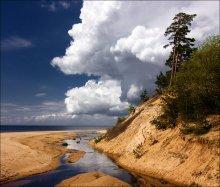 Stroll along the beach, clouds / ***