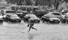 Rain in the city. / ***
