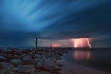 Tui. Night. Thunderstorm. / ***