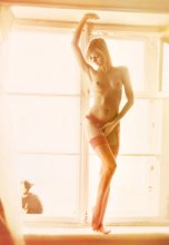 Morning, the girl and the cat / ***