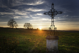 Sainte Vertu / Sunset at the village of Sainte Vertu (Burgundy / France)
