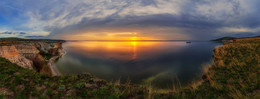 Sunrise on the Volga / ***