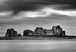 The house between the rocks / Castel Meur...the house between the rocks.