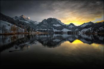 / Sonnenuntergang am Bergsee