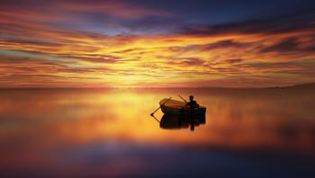 Contemplation / Pescatore che interrompe la sua attività per godersi lo spettacolo del tramonto.