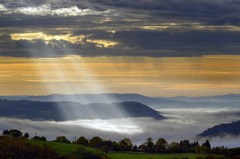 Light / Autumn morning in Cantal mountains
