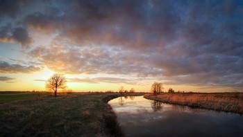 River sunset / ***