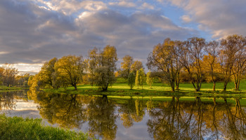 Slavyanka river. / ***