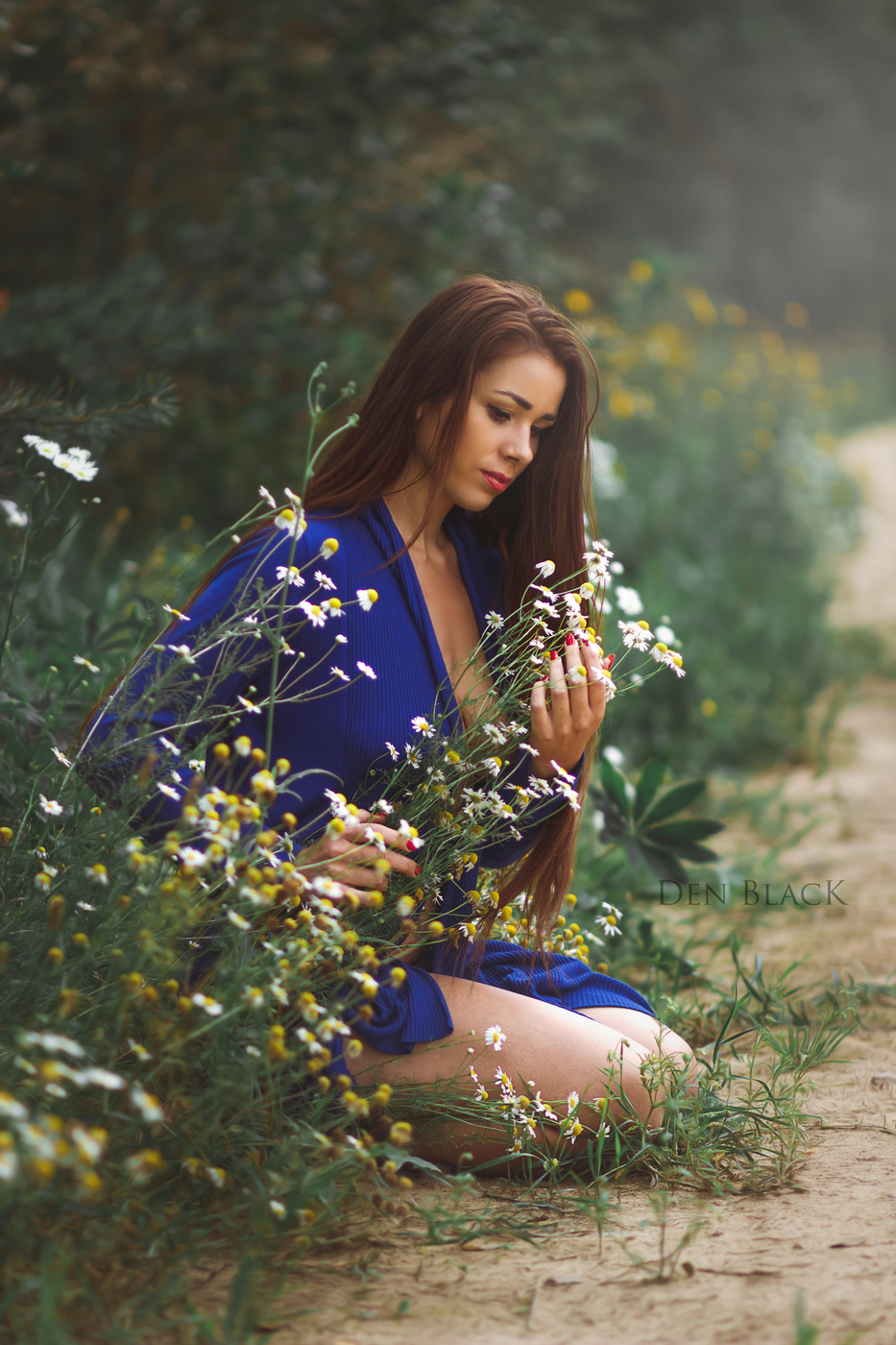 Girls like flowers / photo
